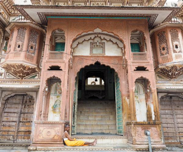 Waiting in Pushkar, Rajasthan